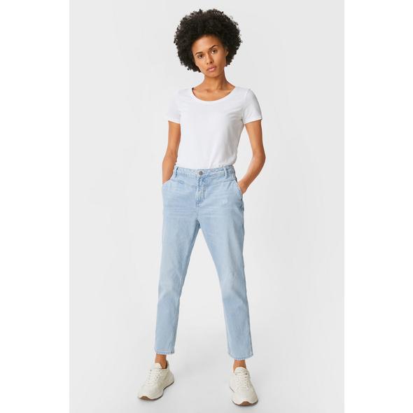 Premium Straight Tapered Jeans
